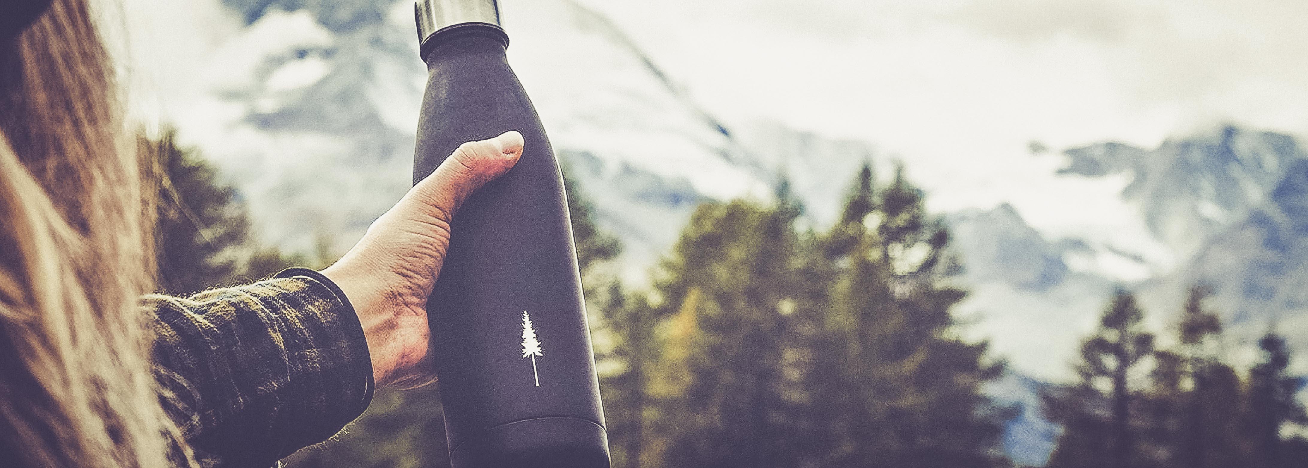 faire kleidung und accessoires recycelte beanies mützen edelstahl flaschen und bambus socken von nikin dressgoat