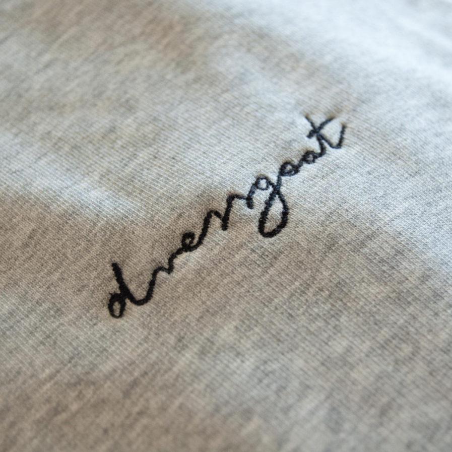 dressgoat biobaumwolle fairfashion slowfashion ecowear greenfashion faire mode kleidung nachhaltige streetwear organic klamotten köln ehrenfeld online shop reisekleidung männer frauen t-shirt sweater hoodie design stick