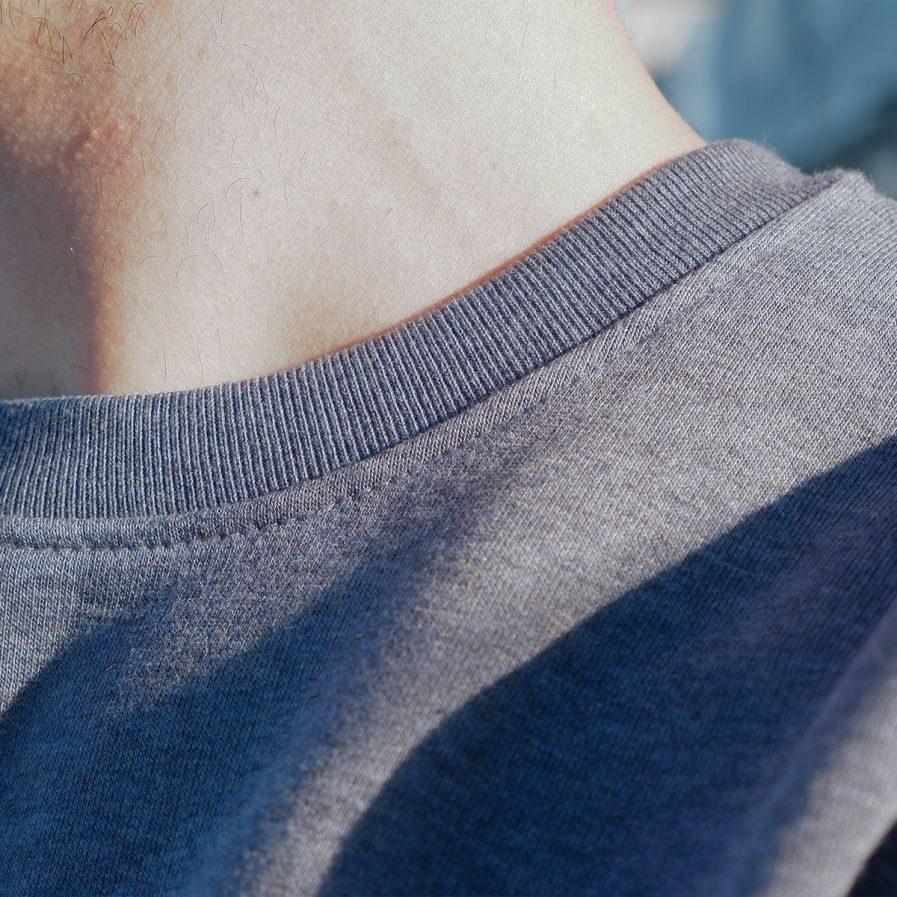 faire kleidung wavinity stick biobaumwolle fairfashion slowfashion model photoshooting ecowear greenfashion junge mode nachhaltige streetwear organic klamotten köln ehrenfeld online shop reisekleidung maenner t-shirt sweater hoodie