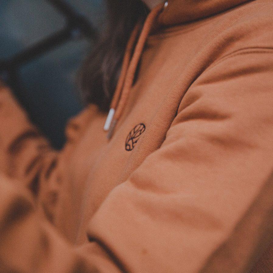 faire pullis faire kleidung nachhaltige mode stick biobaumwolle fairfashion slowfashion ecowear greenfashion junge mode nachhaltige streetwear organic klamotten köln ehrenfeld online shop reisekleidung unisex hoodie